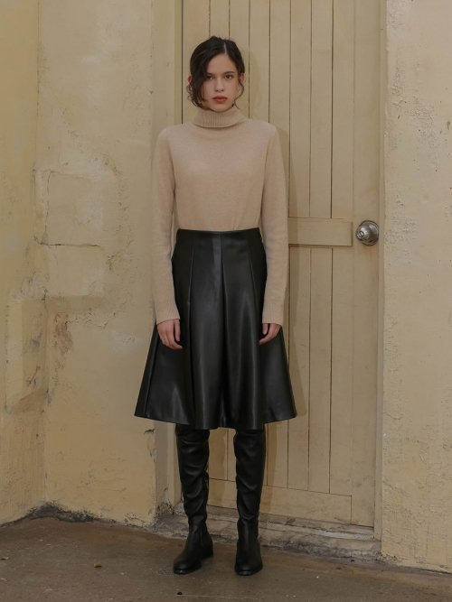 002 Black leather pleated skirt